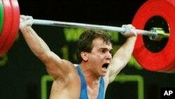 Naim Suleymanoglu batió sus récords mundiales en 1988.
