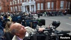 Wikileaks' Assange Seeks Exit From Ecuador London Embassy