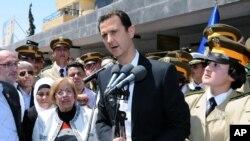 지난 5월 6일 대중 앞에서 연설하는 바샤르 알아사드 시리아 대통령 (자료사진)