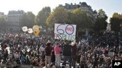فرانس میں پنشن اصلاحات کے خلاف احتجاج، ریل کا نظام متاثر