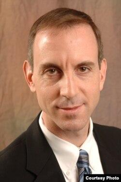 芝加哥大学法学院教授埃里克•伯斯纳(Eric Posner)