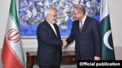 سخنگوی وزارت خارجه پاکستان می گوید آقای قریشی و ظریف با هم صحبت کرده اند.