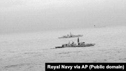 Tàu khu trục HMS St Albans của Hải quân Hoàng gia Anh hộ tống một tàu chiến của Nga đi qua Biển Bắc và lãnh hải của Anh trong Ngày Giáng sinh, 25 tháng 12, 2017.