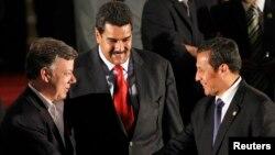Los presidentes Santos y Maduro, junto al presidente peruano Ollanta Humala en una foto de archivo durante una reunión de la Unasur.