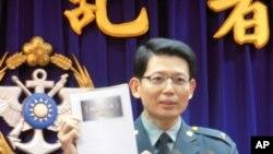 台湾国防部发言人罗绍和公布2011年国防报告书
