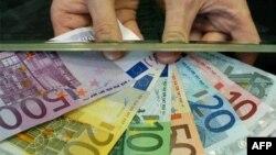 Udhëheqësit e BE-së vazhdojnë diskutimet mbi gjendjen ekonomike