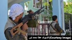 Militan Taliban melakukan serangan atas gedung pengadilan di Afghanistan utara, Kamis (9/4).