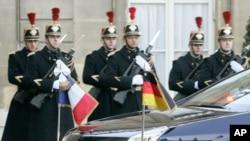 Государственные флаги Франции и Германии