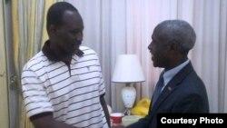L'ambassadeur américain au Burkina Faso rencontre l'ex-Premier ministre Isaac Zida.