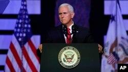 مایک پنس در جریان سخنرانی روز جمعه در فلوریدا