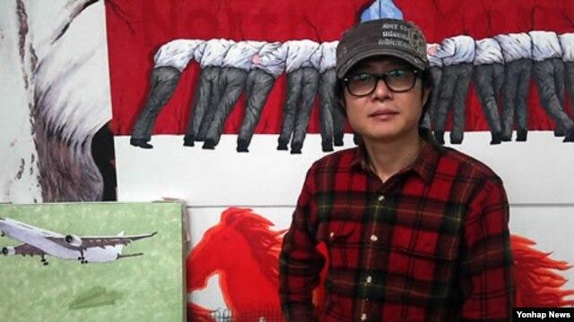 지난해 1월 개인전을 열었던 서울 종로구 갤러리에서 탈북 화가 송벽씨. (자료사진)