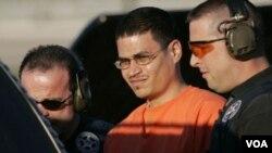 """Padilla fue arrestado en 2002 en el aeropuerto de Chicago bajo sospechas de planear detonar una """"bomba sucia"""" radiactiva."""
