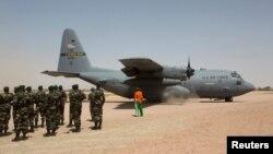 """Самолет С-130 """"Геркулес"""" (архивное фото)"""