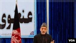 Presiden Afghanistan Hamid Karzai berpidato dalam acara pembukaan Loya Jirga di Kabul, Rabu (16/11).