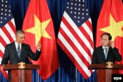 Quan hệ giữa Washington và Hà Nội nồng ấm hơn đặc biệt kể từ chuyến thăm của cựu Tổng thống Barack Obama tới Việt Nam năm 2016. Tuy nhiên 2 nước vẫn chưa phải là đối tác chiến lược.