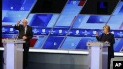 Bernie Sanders et Hillary Clinton, débat du 9 mars 2016 à Miami, Floride.(AP Photo/Wilfredo Lee)