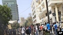 Violente manifestation dans une proche de l'Assemblée nationale, à Dakar, le 23 juin