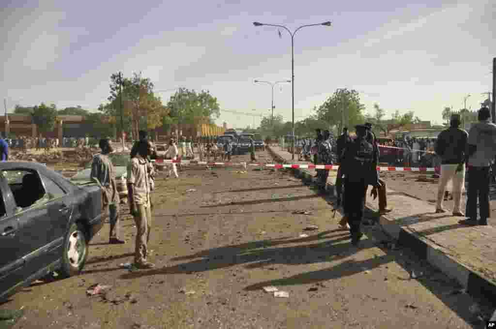 جس مسجد میں دھماکا ہوا وہ نائیجریا کی با اثر مذہبی شخصیت 'امیر آف کانو' سنوسی دوئم کی رہائش گاہ سے ملحق تھی۔