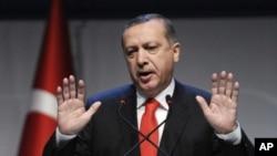 土耳其總理埃爾多安星期六在伊斯坦布爾的論壇會議上發表講話