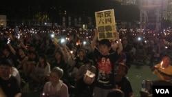 十多萬港人參加維園六四燭光悼念集會(美國之音記者海彥拍攝)
