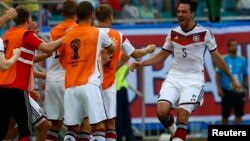 Germany's Mats Hummels celebrates after their second goal during their 2014 World Cup Group G soccer match against Portugal at the Fonte Nova arena in Salvador, June 16, 2014.