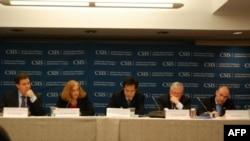 Từ trái: Giám Đốc Chương Trình Đông Nam Á thuộc Trung Tâm Nghiên Cứu Chiến lược Quốc tế (CSIS) Ernest Bower, Giám đốc và Chủ Tịch Ban Trung Quốc học thuộc Trung Tâm Nghiên cứu Chiến lược Quốc tế (CSIS) Boner Glaser, Tiến sĩ Trần Trường Thủy, Giám Đốc Trun