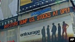 星期一在紐約時報廣場上的道瓊斯證券報價顯示版