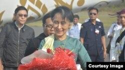 Bà Aung San Suu Kyi thăm bang Kachin (Ảnh của-Kyaw kyaw Oo)