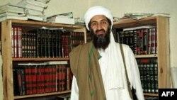 Thủ lĩnh al-Qaida Osama bin Laden (hình chụp tháng 4/1998) tại Afghanistan