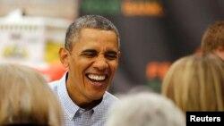 奧巴馬在華盛頓食品庫為貧困家庭派發感恩節餐點