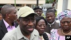 Shugaban Najeriya Goodluck Jonathan, ya na magana da 'yan jarida