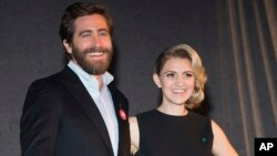 "Jake Gyllenhaal, left, and Annaleigh Ashford participate in Broadway's ""Sunday in the Park with George"" media day and Hudson Theatre grand re-opening ceremony in New York, Feb. 8, 2017."