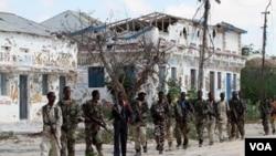 Pasukan Pemerintah Somalia berpatroli setelah berperang melawan pemberontak Islamis al Shabab di Mogadishu (3/3)