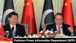 Chủ tịch Trung Quốc Tập Cận Bình và Thủ tướng Pakistan Nawaz Sharif trong cuộc họp báo tại Islamabad, ngày 20 tháng 4, 2015.