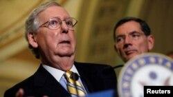Mitch McConnell (kiri), ketua partai Republik di Senat AS (foto: dok).