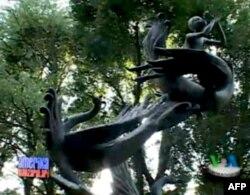 """Sietldagi Toshkent parki... """"Semurg'"""" yodgorligi, 1989-yilda o'rnatilgan."""