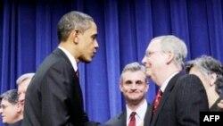 Tổng thống Hoa Kỳ Barack Obama (trái)