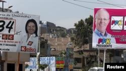 Poster kampanye di Villa Maria del Triunfo, pinggiran kota Lima, Peru (6/4). (Reuters/Mariana Bazo)