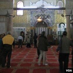 Masjid Al-Aqsa di Yerusalem adalah salah satu tempat suci bagi ummat Islam.