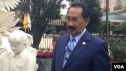 A.A Gde Agung, Bupati Badung ikut menghadiri peresemian patung Dewi Saraswati, Kamis 25/9 (foto: VOA/Made Yoni).