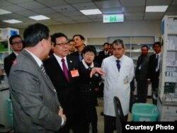 海协会长陈德铭一行参观台北市一家医院 (台湾海基会)
