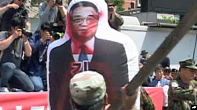 South Korean protesters in Seoul club an inflatable effigy of North Korea's Kim Il Sung, 27 May 2010