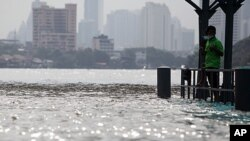 تھائی لینڈ کے دارالحکومت کو سیلاب سے بدستور خطرہ