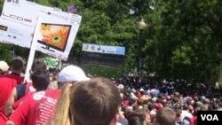 Ribuan warga memadati Festival Dupont untuk menyaksikan bersama berbagai pertandingan Piala Dunia, termasuk AS vs Inggris.