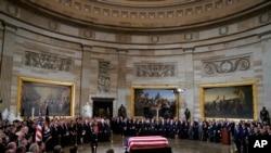 ကြယ္လြန္သူ ၄၁ ဦးေျမာက္ အေမရိကန္သမၼတ George Bush ကုိ ႏုိင္ငံဂါရ၀ျပဳ (သတင္းဓါတ္ပံု)