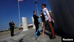 英國外交大臣哈蒙德星期四訪問古巴,出席敬獻花圈儀式。