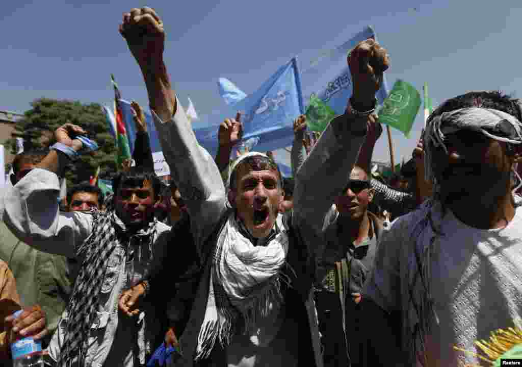 Afghans shout slogans during a protest to support presidential candidate Abdullah Abdullah, in Kabul, June 27, 2014.