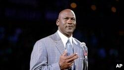 Michael Jordan lors d'un match de NBA entre Charlotte Bobcats et le Utah Jazz, USA, le 21 décembre 2013.