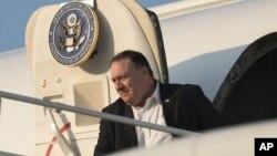 El secretario de Estado Mike Pompeo llega a la Base Andrews de la Fuerza Aérea en Maryland, el jueves 12 de julio de 2018.