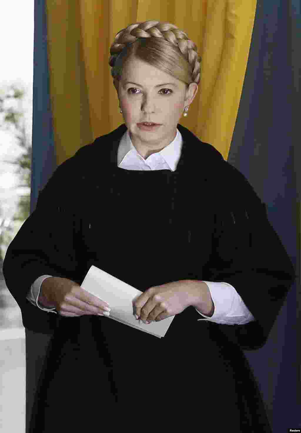 Former Ukrainian Prime Minister Yulia Tymoshenko, leader of the Batkivshchyna (Fatherland) party, holds a ballot at a polling station during a parliamentary election in Dnipropetrovsk, Oct. 26, 2014.